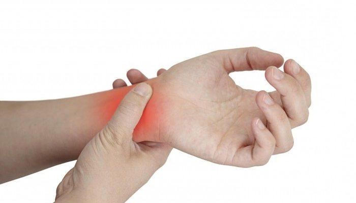 Почему болят кисти рук: причины, симптомы и лечение