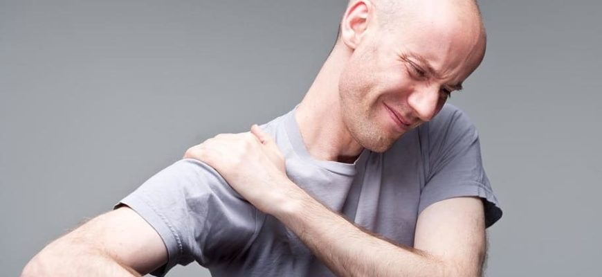 Когда боль и хруст в плече - чем это опасно и как лечить